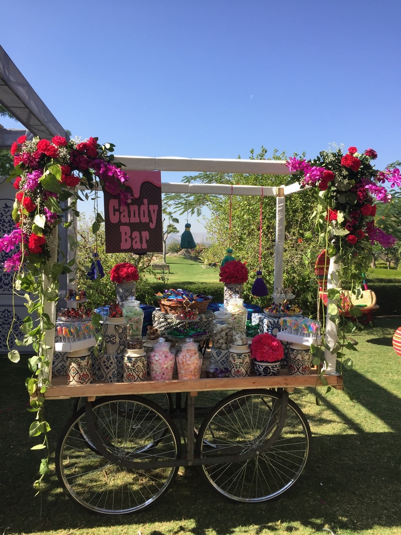 7 Awesome Ways To Greet Your Guests And Give Them An Awesome Wedding Welcome!