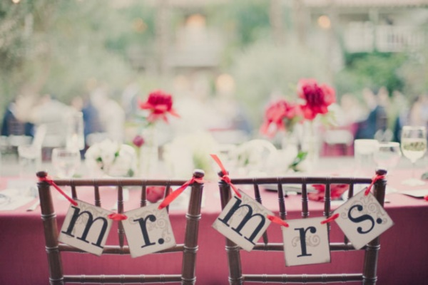 5 Adorable Details To Dress Up The Bride Groom Tables