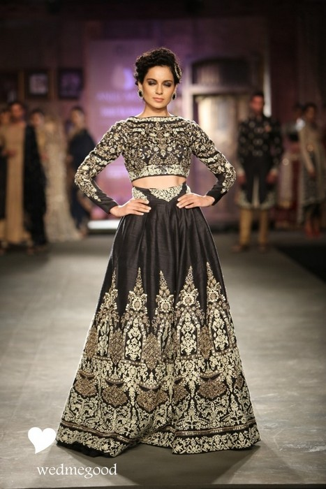 How to : Wear a crop top bridal lehenga / sari for every ...