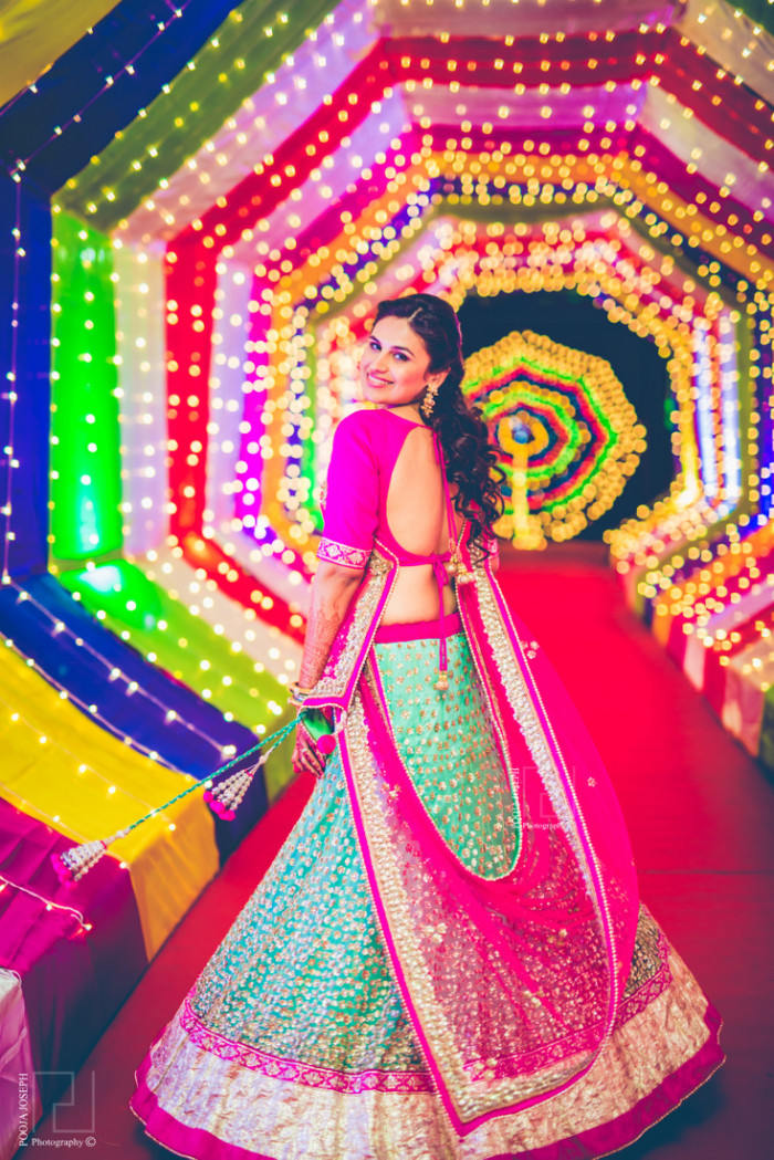Indian Wedding Gifts For Parents : Colorful, gala of a wedding in Vadodara, WedMeGood