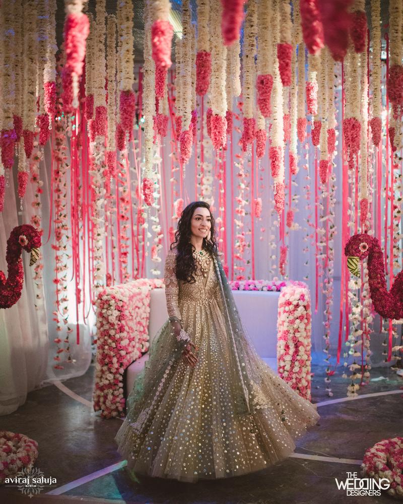 Amazing Photobooths To Match Every Modern Wedding Theme